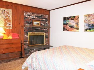 Mt. Snow Chalet with Hot Tub, Sauna, Game Room, Sleeps 11