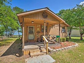 NEW-Cozy Cabin on Cedar Creek Lake w/Grill & Kayak