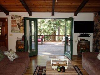 3 bedroom 2.5 bath hot tub pets quiet forest setting