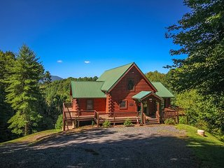 NOW BOOKING! DREAM MOUNTAIN LODGE - MTN VIEWS, HOT TUB, POOL TABLE, PING PONG