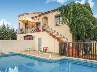 Stunning home in Cessenon sur Orb w/ WiFi, 4 Bedrooms and Outdoor swimming pool