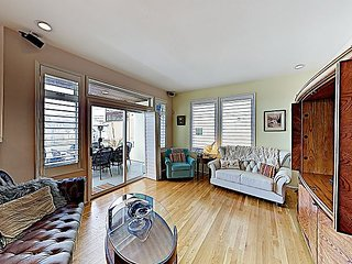 Chic Alki Point Retreat w/ 2 Bay-View Balconies - Walk to Beach and Eateries!