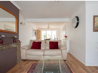 Beautifully presented and Spacious 3 bed house,Walking distance to train station