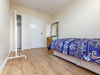 Queensland House London Deluxe Guest Room 2