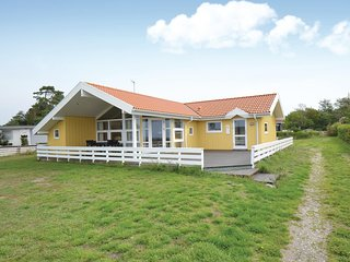 Awesome home in Knebel w/ Sauna, WiFi and 3 Bedrooms