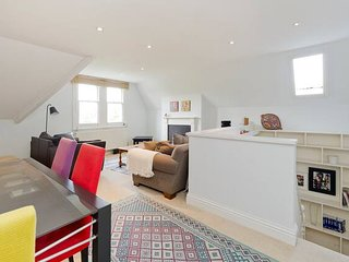 Spacious & Bright 2-Bed Flat By Wandsworth Common