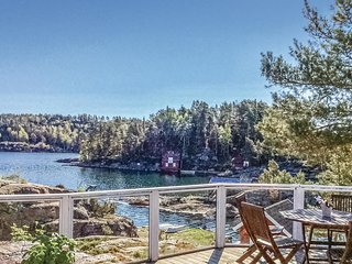 Awesome home in Tvedestrand w/ WiFi and 4 Bedrooms
