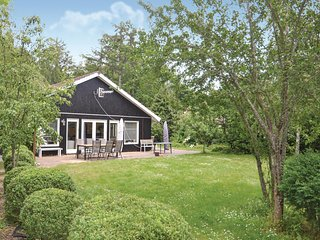 Nice home in Grenaa w/ 4 Bedrooms and WiFi