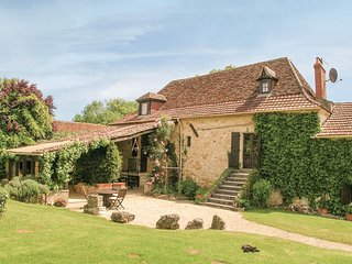 Beautiful home in St Martin des Combes w/ WiFi and 4 Bedrooms (FAD388)