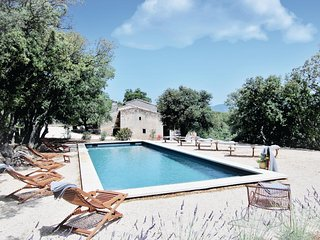 Stunning home in Bonnieux w/ WiFi, 5 Bedrooms and Outdoor swimming pool