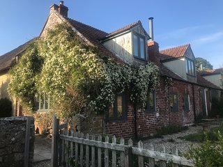 The Cider House, North End Farm, period cottage in own farmland very near coast