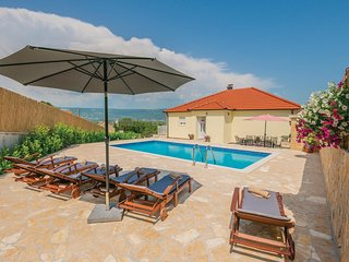 Amazing home in Zmijavci w/ WiFi, 5 Bedrooms and Outdoor swimming pool (CDC209)
