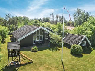 Awesome home in Oksbøl w/ Sauna, WiFi and 4 Bedrooms (P42248)