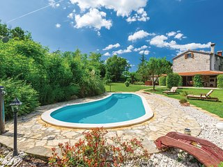Beautiful home in Medaki w/ WiFi, 3 Bedrooms and Outdoor swimming pool