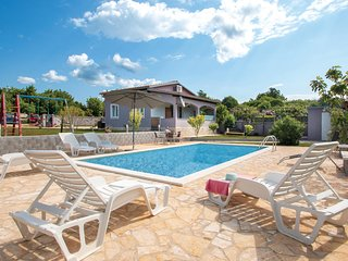 Beautiful home in Valtura w/ WiFi, 2 Bedrooms and Outdoor swimming pool (CIC519)