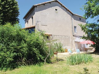 Nice home in St Sernin w/ WiFi and 3 Bedrooms