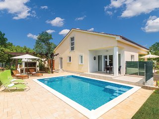 Beautiful home in Kras w/ WiFi and 3 Bedrooms