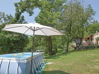 Stunning home in Longare w/ WiFi, Outdoor swimming pool and 3 Bedrooms (IVC295)