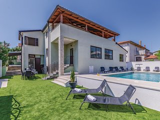 Awesome home in Pula w/ WiFi and 4 Bedrooms (CIP716)