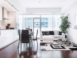 Royal Stays Condominiums. Upscale Downtown Suites