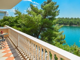 1 bedroom Apartment with Air Con, WiFi and Walk to Beach & Shops - 5053285