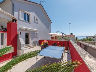 Stunning home in Podstrana w/ WiFi and 4 Bedrooms (CDF711)