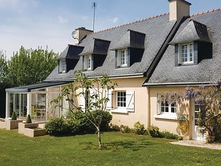 Beautiful home in La Forêt Fouesnant w/ WiFi and 5 Bedrooms