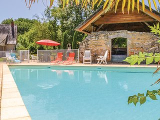 Beautiful home in Padirac/Bascoul w/ Outdoor swimming pool and 5 Bedrooms