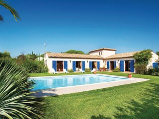 Stunning home in Le Muy w/ WiFi, Outdoor swimming pool and 4 Bedrooms