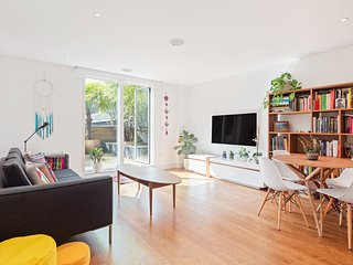 Modern 2 Bed flat in Shoreditch with Roof Garden