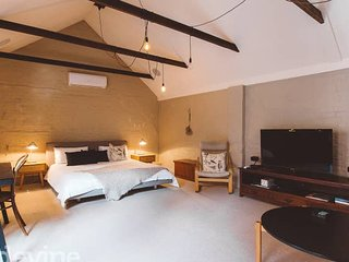 Hayloft on Elizabeth - Inner city 1 bedroom  Loft