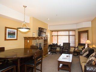 Updated 2 Br -Fireplace & Balcony, vacation rental in Snyderville