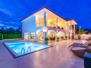 Modern 4 Bedroom Private Villa!