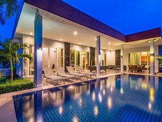 Private 4 Bedroom Pool Villa in Resort!