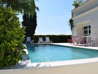 The White Villa Lagonisi