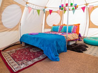 Mad Hatters Campsite & Glamping - Mad Hatter Luna Tent
