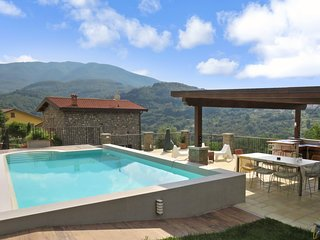 Giammengo - Beautiful quality village cottage , pool, walk to restaurant, WIFI,