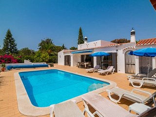 3 Bed Villa With Heated Pool With Ping Pong Table, 1km From Beach