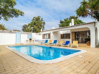 15 Colina Azul · Lovely 3 Bedroom Villa With Pool, Carvoeiro