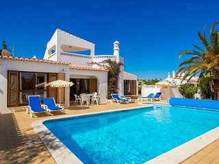 57 VDM . Beautiful 4 Bed Villa With Heated Pool, Carvoeiro