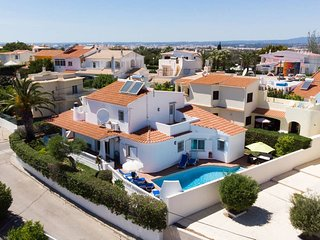 4 Bed Villa With Pool, Walking Distance To Amenities & Close To Beaches