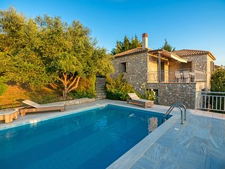 Gialova Villa Sleeps 4 with Pool Air Con and WiFi - 5604845
