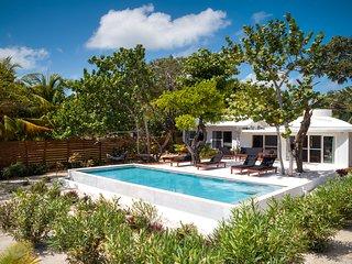 La Rotonda - Beach Front 2 bedroom with Pool! Close to the village!