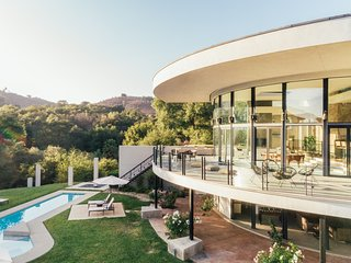 Secluded 20 Acre Modernist Estate w/ Unrivaled Views ❤