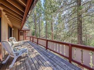 Lovely Truckee home w/ access to a shared pool, hot tub, sports courts, sauna
