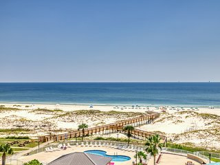 Gulf-front condo w/balcony, beach access & shared hot tub/pools/gym