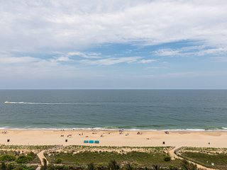 Resort oceanfront condo w/ shared pools, fitness center & ice rink - Free WiFi!