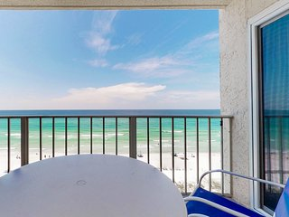 Beachfront rental with resort pools, hot tub, and grills!