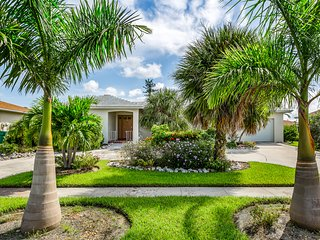 Dog friendly home located on canal w/private pool, patio & gulf access!