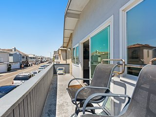 Spacious, dog-friendly condo w/ a full kitchen - just steps from the beach!